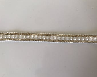 Braid has customize beaded in the middle of 1 cm border white gold