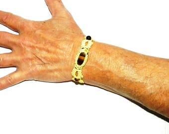 TIGER'S EYE in macrame bracelet