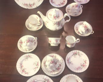 Lavender Rose All England Royal Albert Tea Set for Six Excellent Vintage with XL Teapot 24 Pieces Free Shipping USA