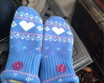 Precious heart motif sweater mittens, ladies medium.