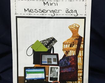 Mini Messenger Bag pattern designed by Paula Hughes of Quilt Country