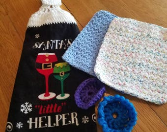 Kitchen dish towel set. Includes 1 kitchen towel, 2 dishcloths and 2 nylon pot scrubbers. This makes a wonderful gift.