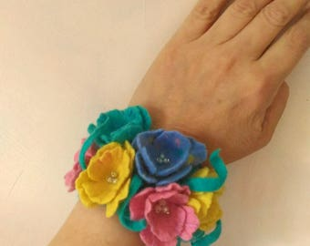 Turquoise florals cuff Felt cuffs Jeweiry bracelet Handmade Wool braclet Gift for women Felted braclet