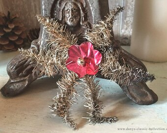 Ancient star of tinsel plaiting with red blossom in the middle brocante cottage xmas shabby chic decoration