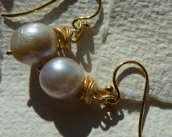 Freshwater Pearl earrings  ''Hella'' O36