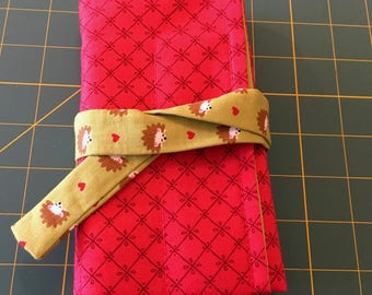 7 pen wrap red with hedgehogs on the inside