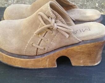 MIA 90s suede wood platform clogs size 8 tan VTG