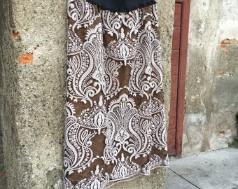 Lace skirt with damask motifs and beige sequins with bronze-coloured silk lining.