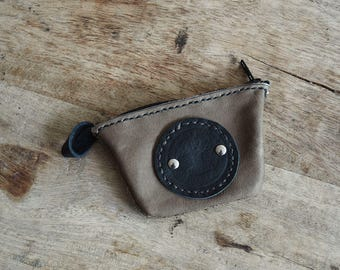 Wallet. Taupe Brown and black leather. Zipper closure