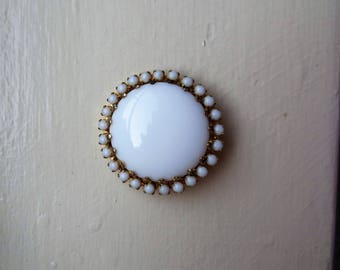 Vintage White Milk Glass Brooch Large Centre Surrounded with White Milk Glass Stones