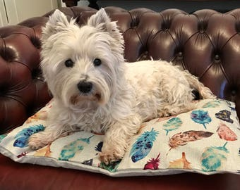 Feather Scatter – Medium Dog Cushion Bed