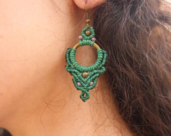 Green micromacrame earrings with brass and glass beads