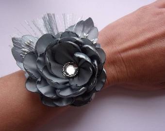 Grey braided satin bridal bracelet / Bracelet maid of honor/Bracelet with kanzashi flowers