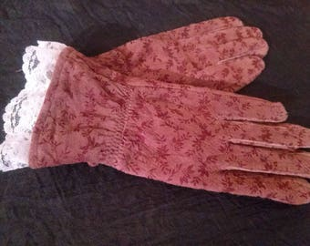 Printed suede decorated with lace gloves