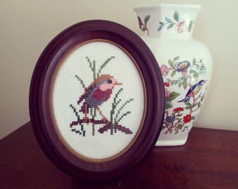 Robin (Erithacus Rubecula) in Oval Frame   [Hand-stitched/handmade]