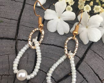 Earring of Pearl and gold.