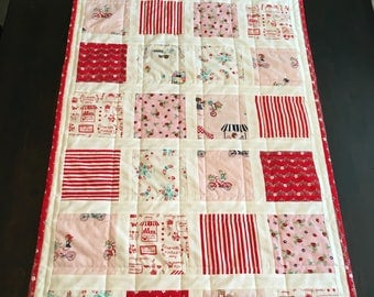 Vintage Print Red/pink Tablerunner
