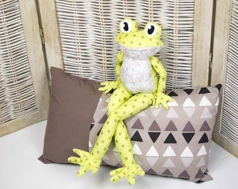 Giguedouille, frog plush toy