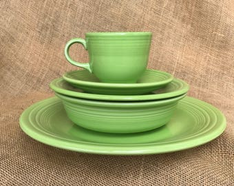 Retired Fiestaware 5 peice place setting in Chartreuse
