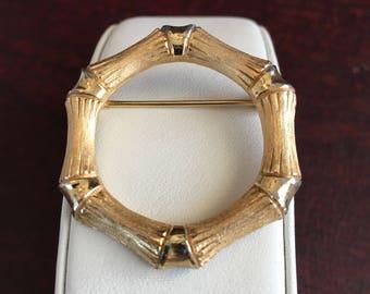 Avon Bamboo Brushed Gold Tone Circular Vintage Brooch Pin