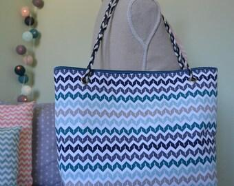 Medium modern tote bag