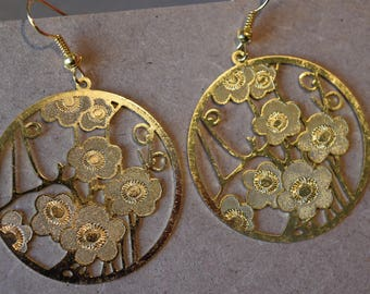 Hoop earrings filigree flowers