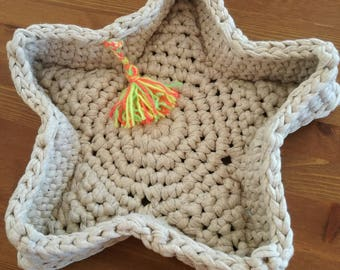 empty basket crocheted in cotton Ribbon Pocket taupe star shaped
