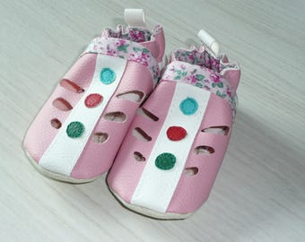 Comfortable openwork slippers pink and white