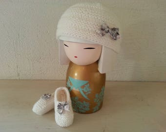 Small white hat embellished with a liberty bow Preemie