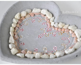 Heart shaped tray in concrete