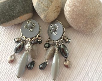 Clip earrings in Pearl white beads and sequin
