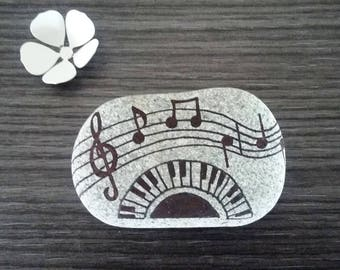 """Pebble handpainted """"I love music"""""""