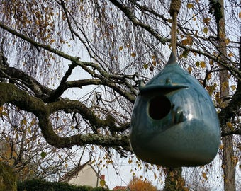 Birdhouse with frost resistant stoneware ceramic birds