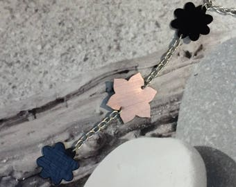 Crew neck trio of flowers in black and pink capsule