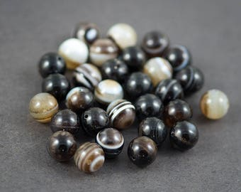 Set of 6 pcs - round beads dark brown, white • • • agate veins, color natural • 10mm