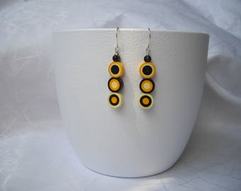 Paper disc earrings, quilling