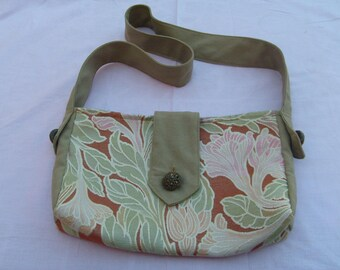 Canvas tote bag with pattern in beige and khaki