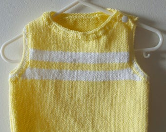 Sleeveless sweater size 3 months girl