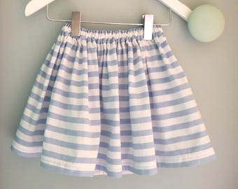 Blue and white summer skirt tightened by a link size 3 to 5 years