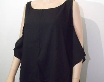 Top / Blouse wide and flowing, perforated sleeves
