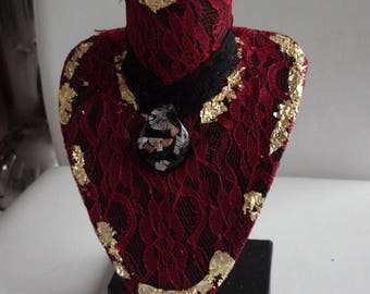 Necklaces red lace for sophisticated woman bust