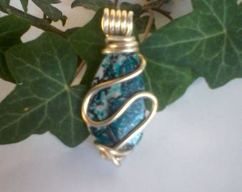 wire aluminum and synthetic stone pendant