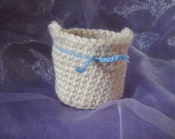 Ecru and blue basket