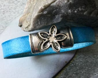 Turquoise blue bracelet with a nice magnetic closure