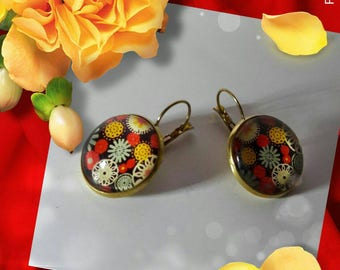 lever back earrings with flower cabochon