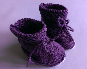 Baby Slippers boots made by hand, in violet