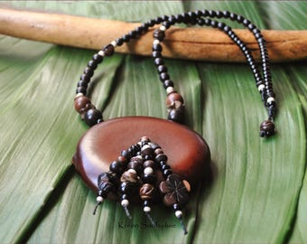 Ethnic necklace seeds natural tones
