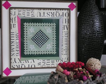 Table Hardanger edelweiss, green and pink