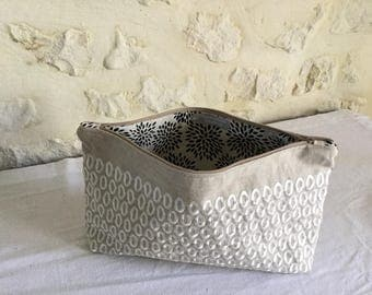 Pouch made of linen and cotton embroidered