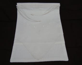 White embroidery on all GM bag old - single model